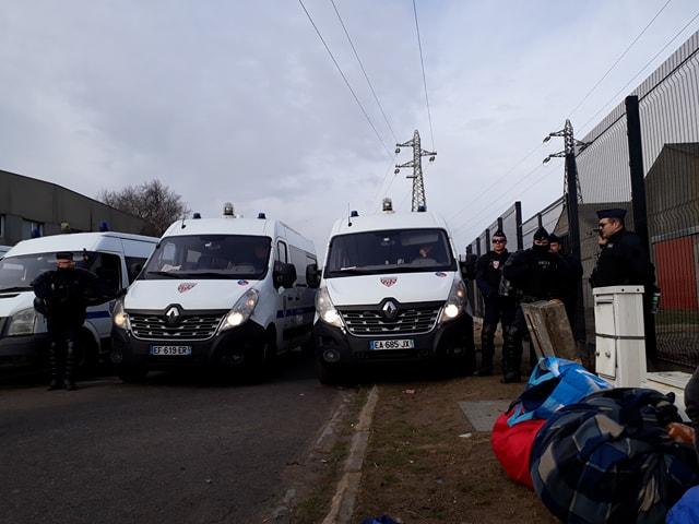 Présence policière à Calais après le démantèlement d'un campement @BondyBlog